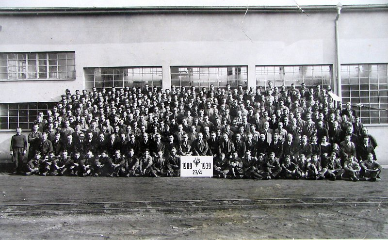 Period photograph of the group of employees of the factory Vltavský (1939)